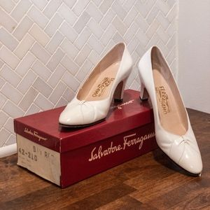 Vintage Cream Salvatore Ferragamo Pumps - 9.5